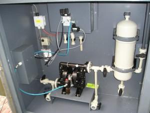 pulsatiedemper, slagdemper, polypreen, natronloog pompopstelling, verwarmde natronloogpomp