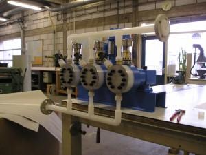 pompopstelling, driekoppige membraanpomp met PVDF kop en leidingwerk, PVDF lassen, PVDF infrarood gelast, PVDF chemie leiding