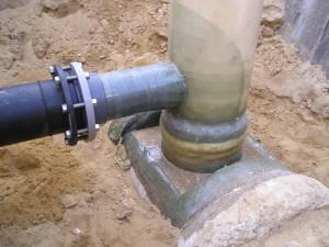 PVC aansluiting op een gerelined beton riool