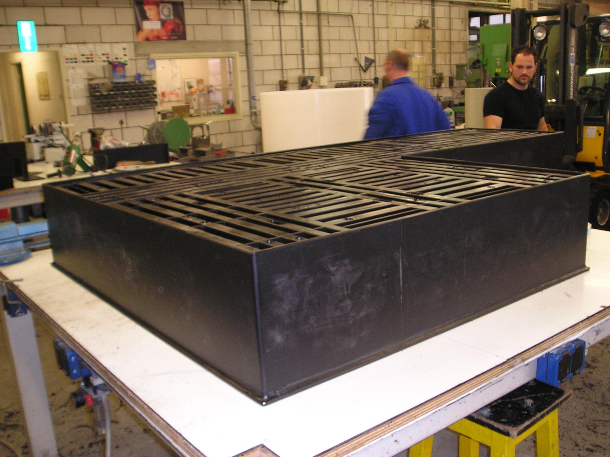 kunststof opvangbakken en lekbakken lever kunststoftechniek bv arnhem. Black Bedroom Furniture Sets. Home Design Ideas