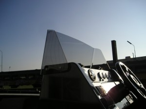 buigen van kunststof, plexiglas raam, ruit, boot, acrylaat