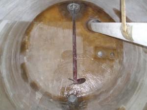 GVK tank, onderhoud polyester tank, herstel van de chemische barrière laag, vinylester hars